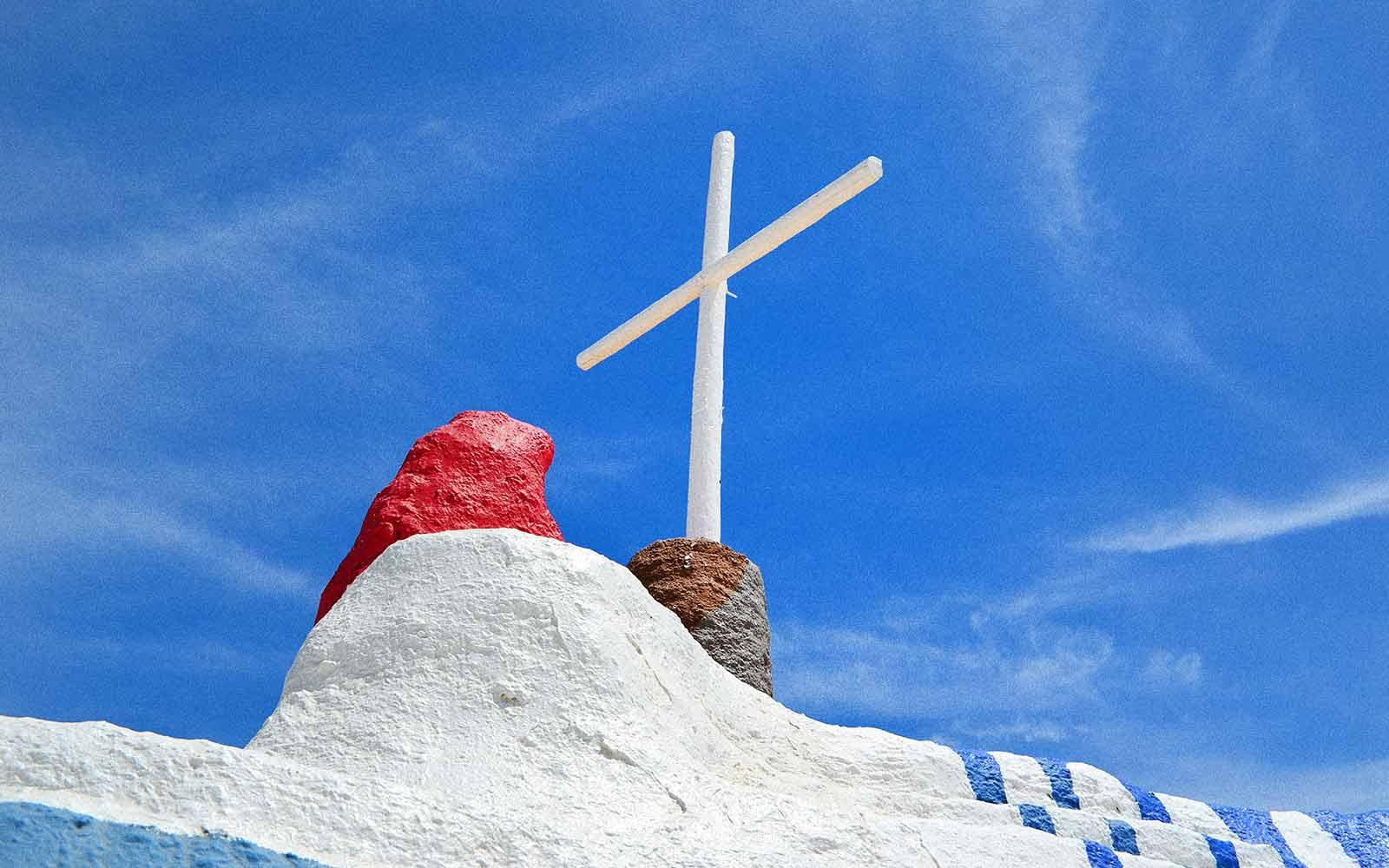 HuesNews Desert Field Trip Salvation Mountain